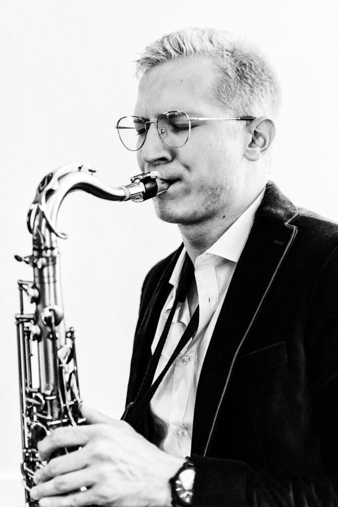 FlosaxLille Saxophoniste Flo Sax de son vrai nom, Florent Dhenin est un musicien professionnel